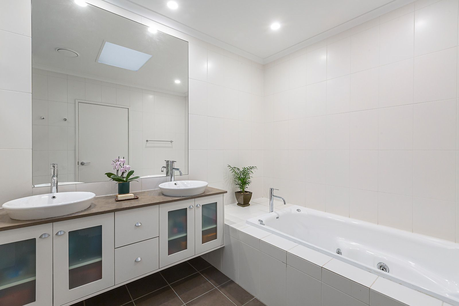 17 Hanby St Brighton- Bathroom