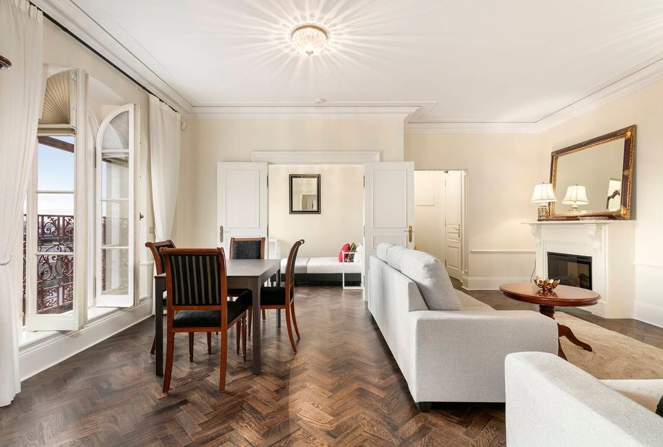 34/50 Ross St Toorak- living room/ dining room