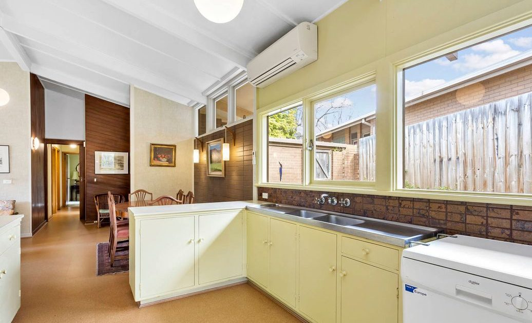9 Lynette Ave Beaumaris- Kitchen/ dining