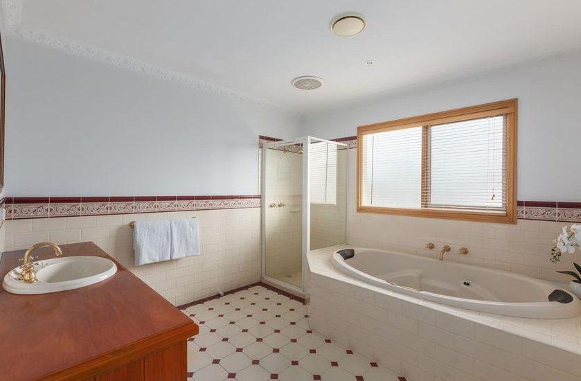 50 Begonia Rd, Gardenvale - bathroom