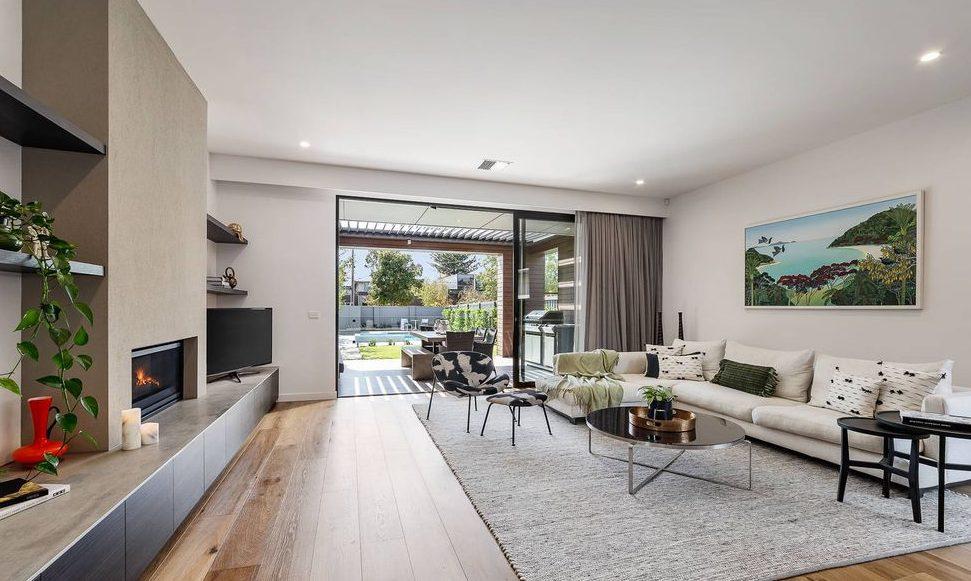 80 Victoria St, Sandringham - living area