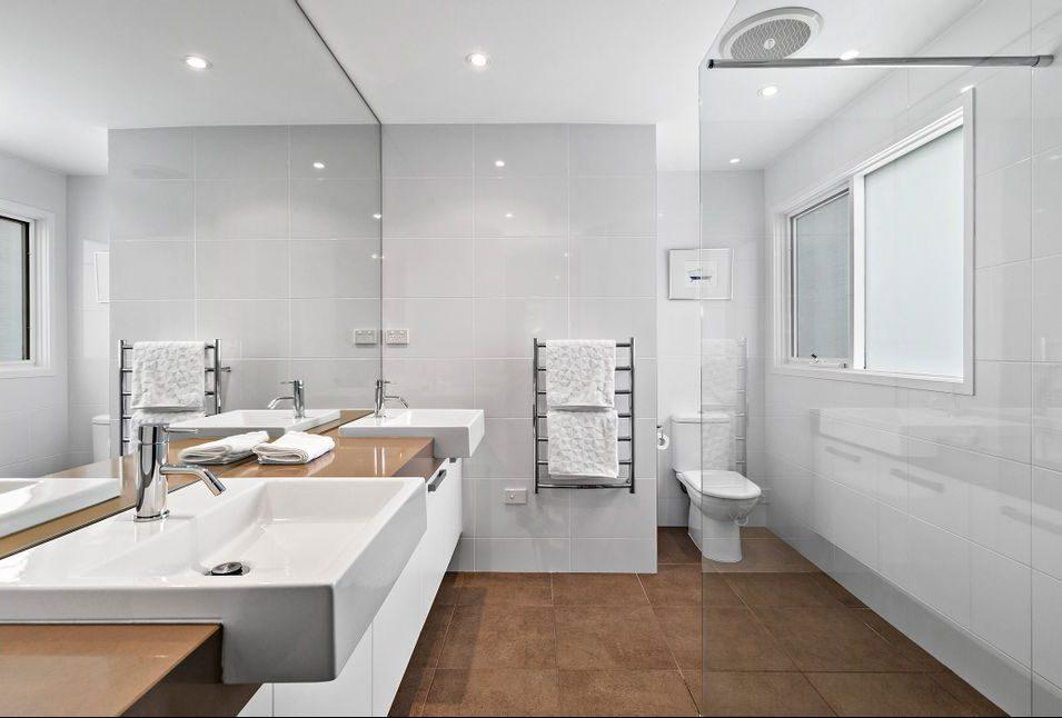 22 Queens Square Sandringham - Bathroom