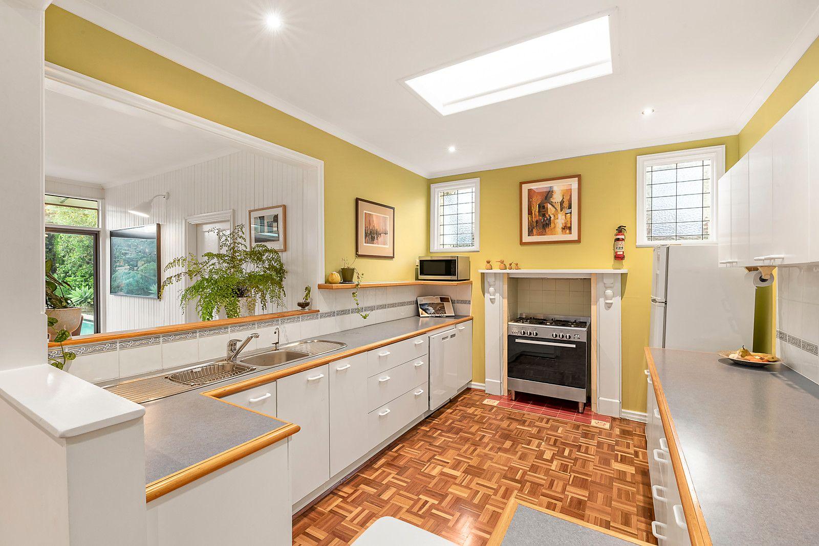 70 Holyrood St Hampton - Kitchen